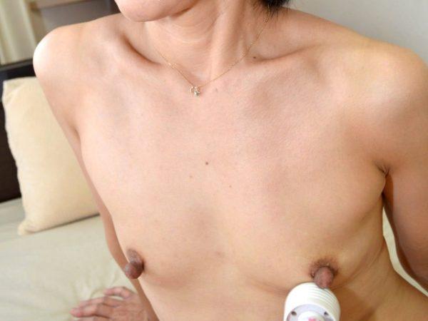 石見優-長乳首-デカ乳首-03